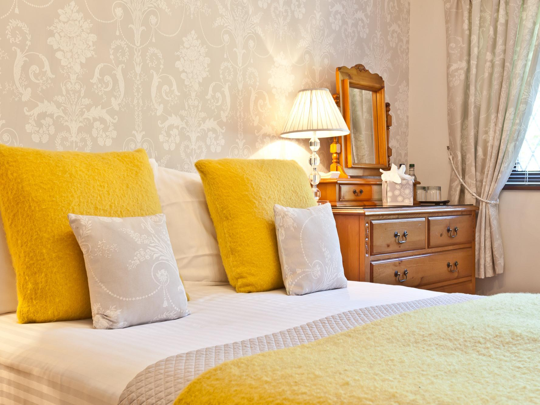 Deluxe-Double room-Ensuite with Shower-Countryside view-Grey Room - Base Rate