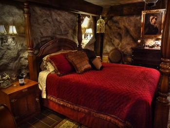 """The Pioneer Suite's """"Goldminer's Daughter"""" Bedroom"""
