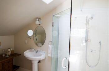Starlight Shower & Sink