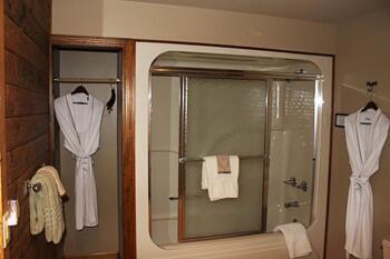 Headwaters Room Bathroom at Bear Meadows