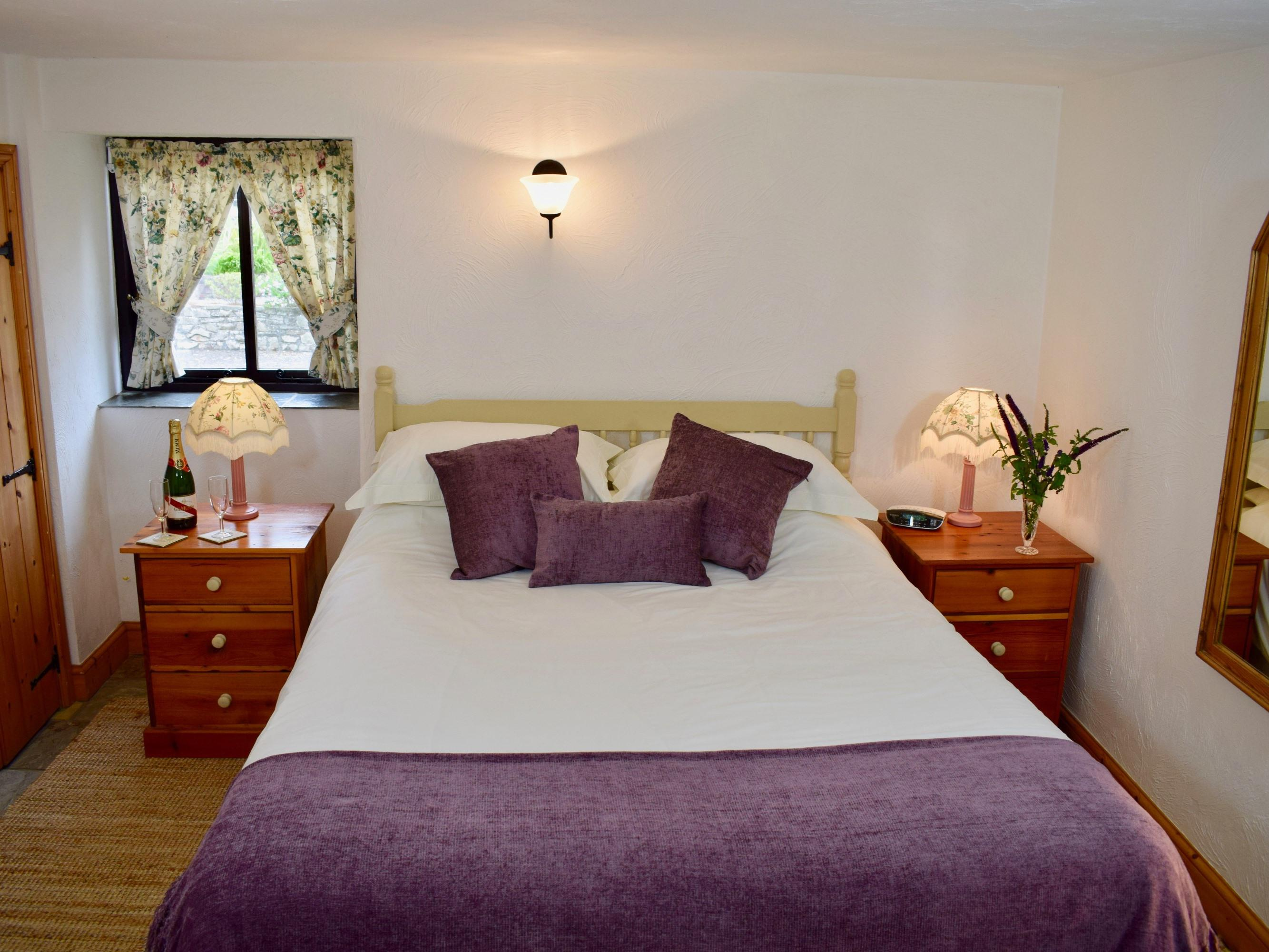 Luxury Cottage with En-suite Shower and Sea Views - Wistaria Cottage