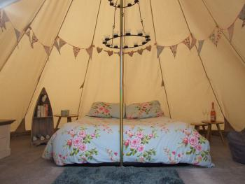 TipiRetreats - Tipi furnished