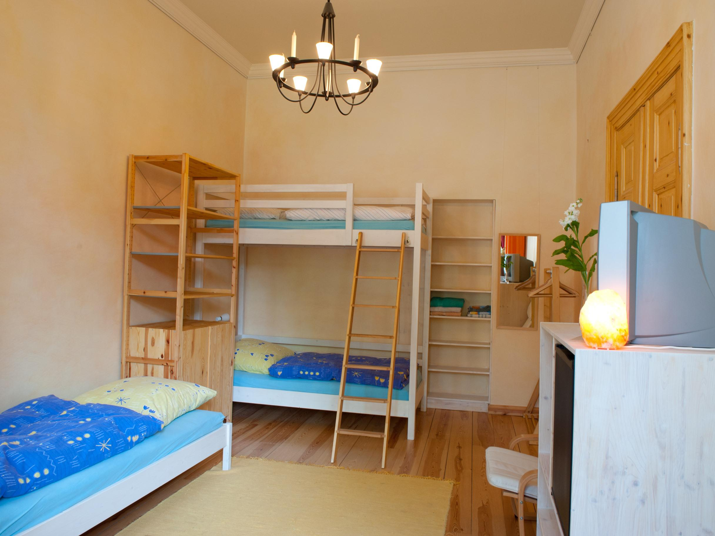 Familienzimmer-Gemeinsames Badezimmer-Fünffach - Basistarif