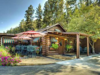 Located only 4 miles from Mt Rushmore the Powder House Lodge is a great central location for all of your activities in the Black Hills. Offering modern Log Cabins and Motle Style lodging with a great