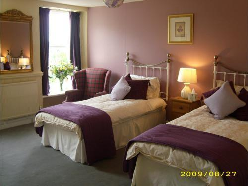 Twin-Ensuite-Room Only