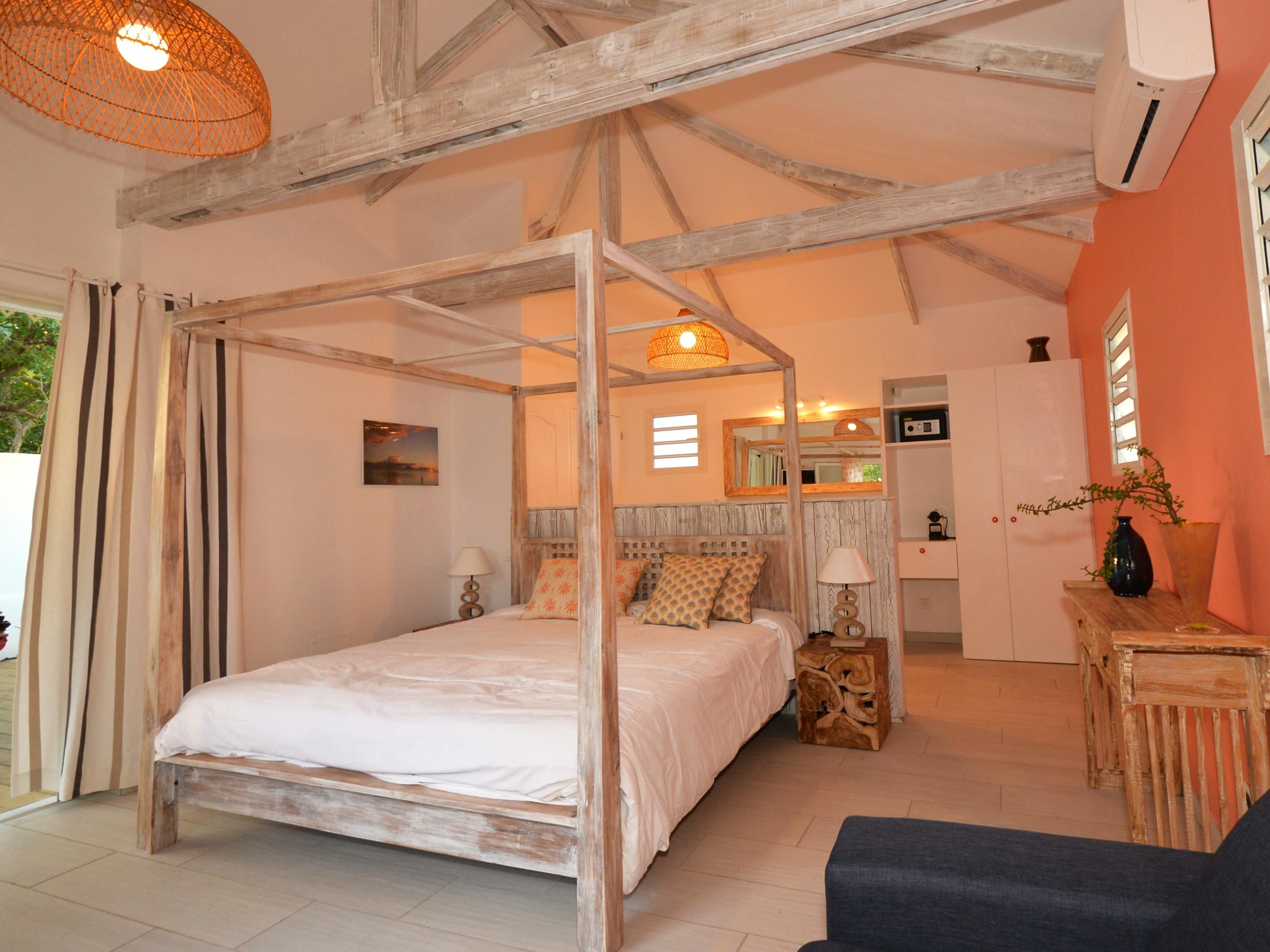 BAIE ROSE-Bungalow-Vue sur Piscine-Salle de bain privée séparée-Lune de Miel