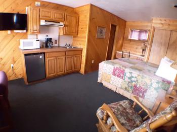 Suite-Shared Bathroom-Superior-Mountain View.