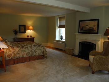 Queen-Ensuite-South Pacific room