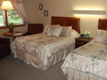 05 - 2  full size beds-Double room-Standard-Ensuite