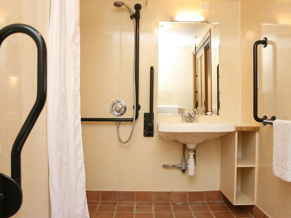 Cottage-2 - 3 Bedroom-Wet room
