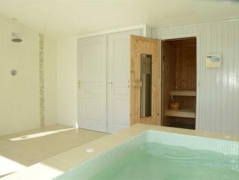 Spa Jacuzzi et Sauna