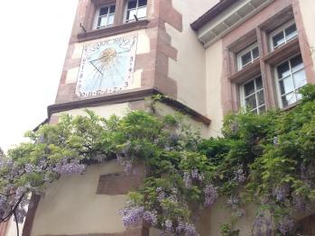 La Cour des Nobles - La tour du Berckheimer Hof et son célèbre cadran solaire