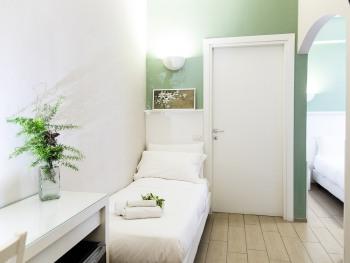 Camera Tripla-Superiore-Bagno in camera con doccia-Green