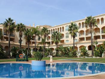 Los Arcos Apartments -