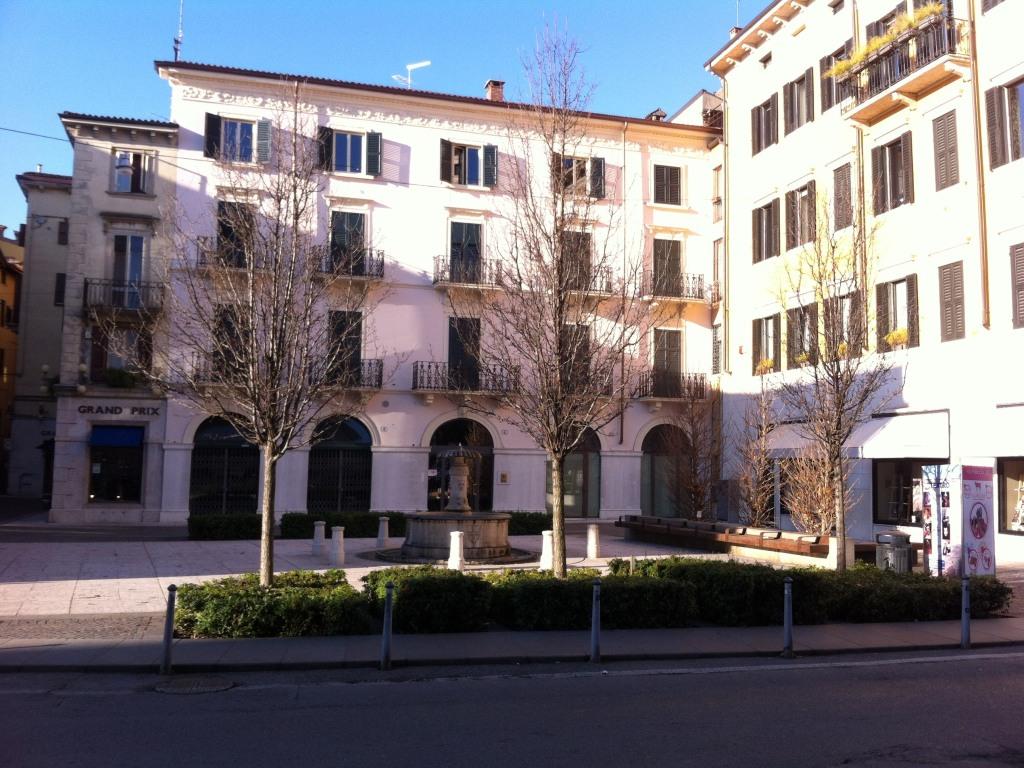 facciata del palazzo  e piazzetta Navona