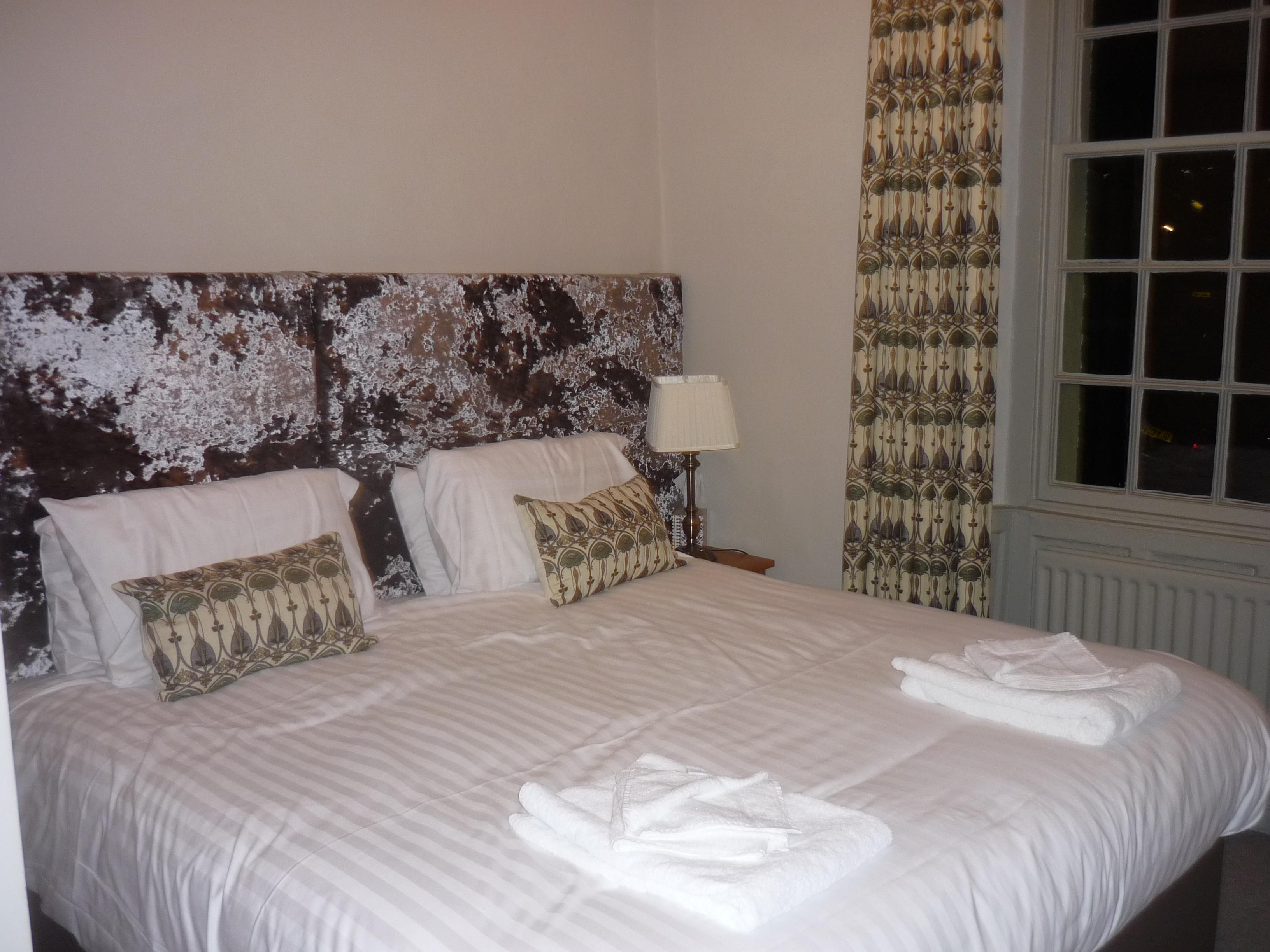 Double or Twin-Deluxe-Ensuite with Bath-Street View