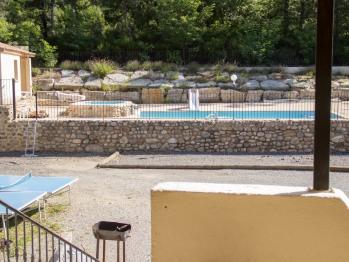 Barbecue, table de ping pong et terrain de boule sans oublier la piscine !