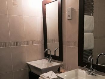 Room 7 Sinks