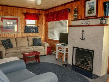 #5 Sailors Retreat Living Room