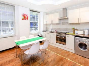 Capital Host Warren Street - Kitchen area in Studio Flat