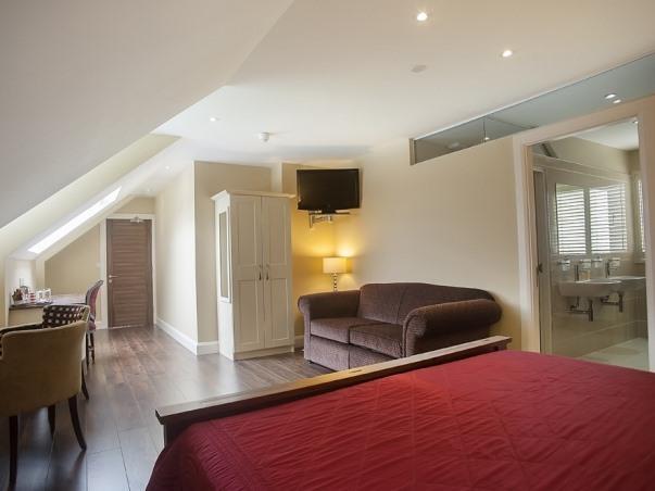 Penthouse - Suite, ensuite, separate rain shower & bath - Bay View