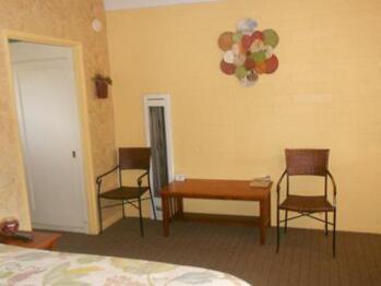 Queen-Private Bathroom-Standard-Room 2