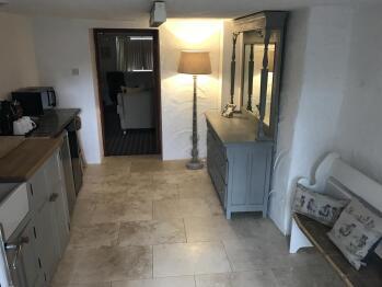 Unit-Classic-Ensuite with Shower-Terrace-basement ground R6