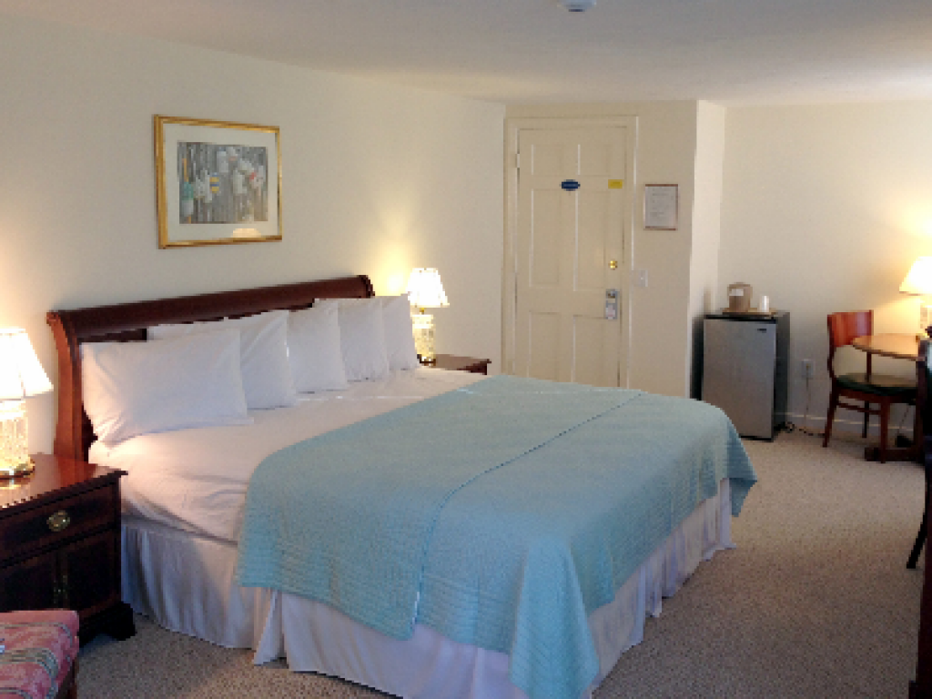 King Bed 2nd floor-King-Standard-Private Bathroom