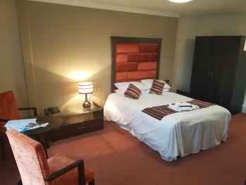 Double room-Premier-Ensuite with Bath-Double Suite - Base Rate