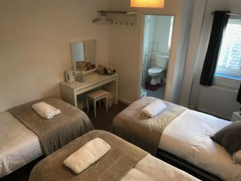 Triple room-Comfort-Ensuite with Shower-Whistling Sands
