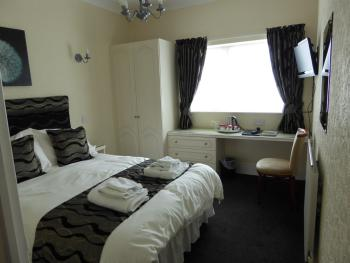 Double room-Standard-Ensuite with Shower-Street View-Double