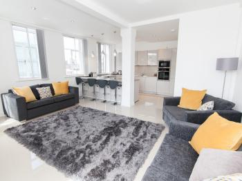 Casa Fresa - Oxford Place Apartment - Open plan living room
