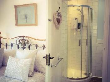 Double room-Luxury-Ensuite with Shower-Church View - Base Rate