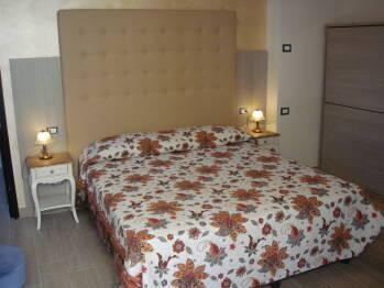 Appartamento Privato-Appartamento-Bagno in camera con doccia-Vista strada