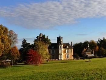Vue du château et du parc en automne