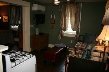Ezra Pound Kitchen/Living Area