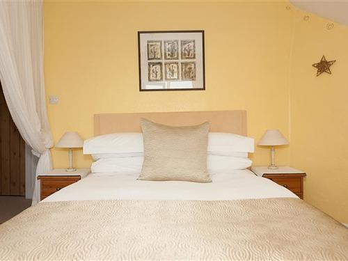 Double room-Superior-Private Bathroom-Garden View - Base Rate