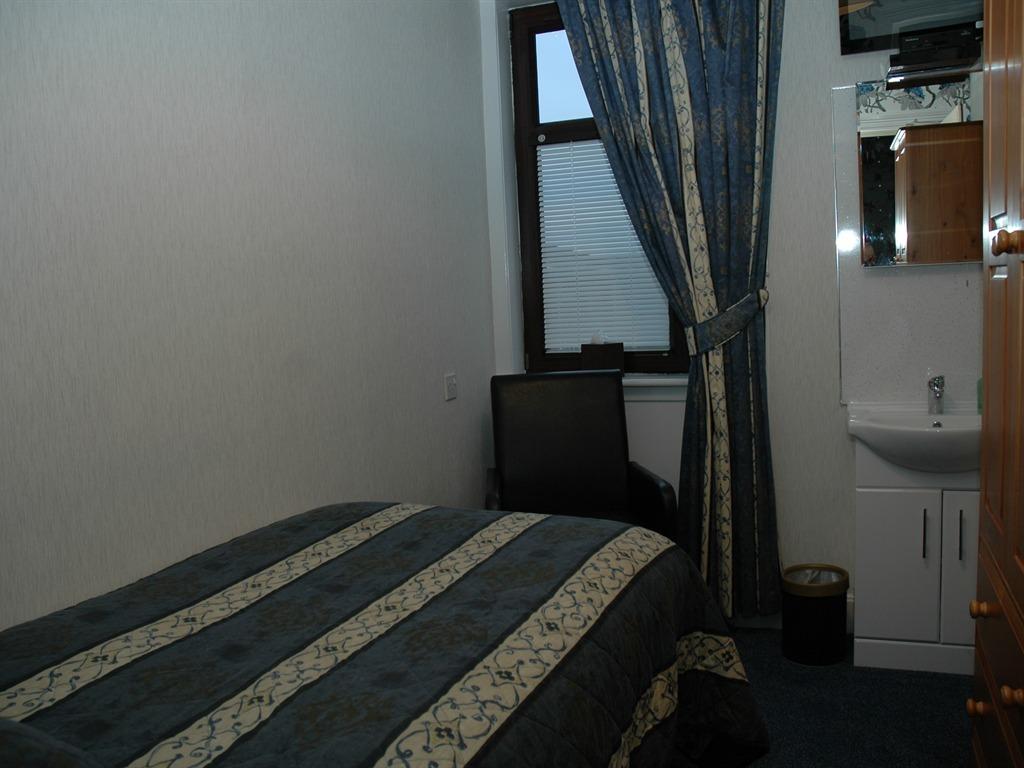 Single room-Shared Bathroom-First Floor
