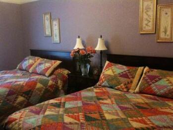 2 Queen beds - occupancy 1-3  lavendar room
