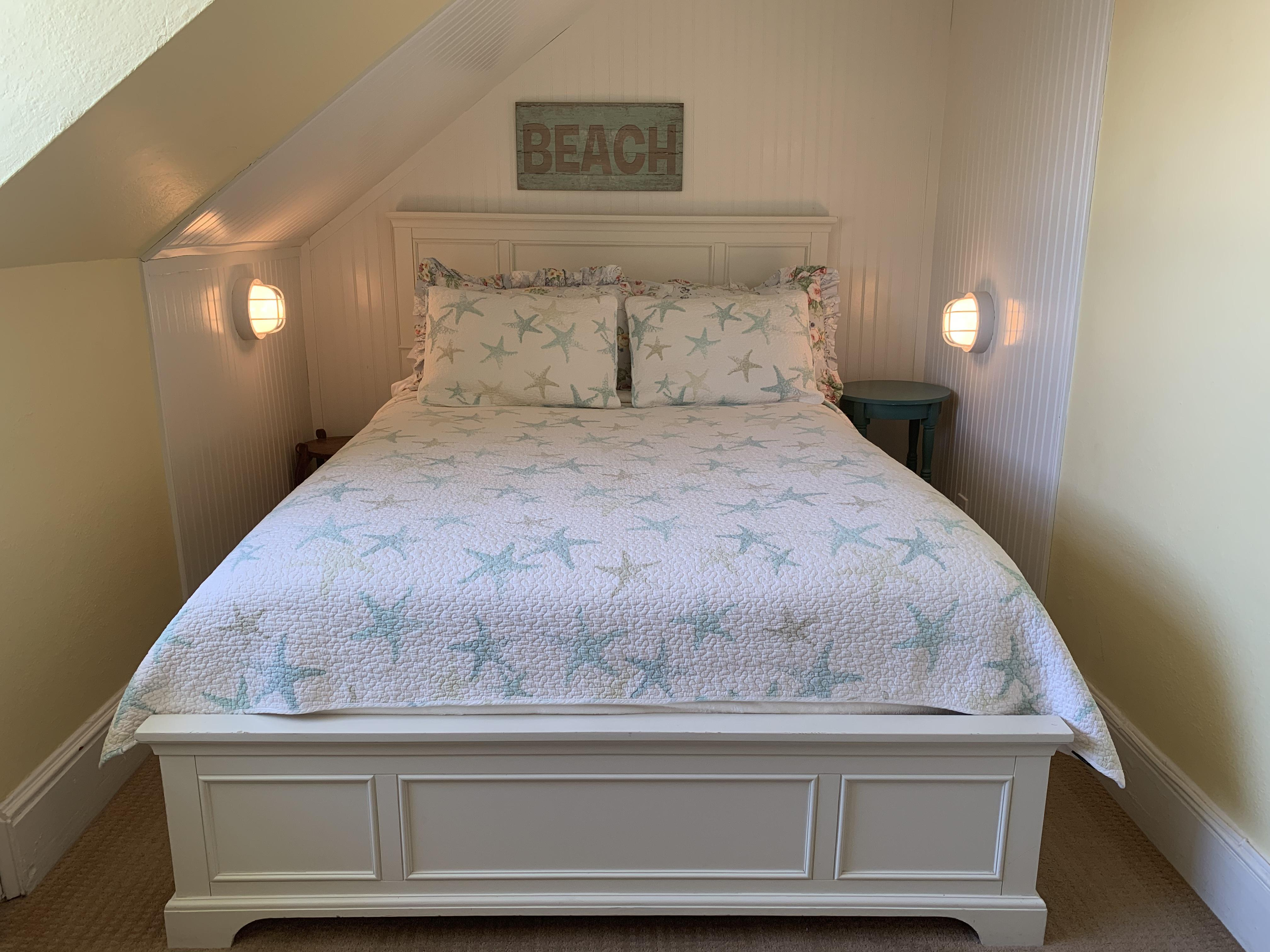 Queen-Ensuite-Traditional-Ocean View-Room 32 - Base Rate
