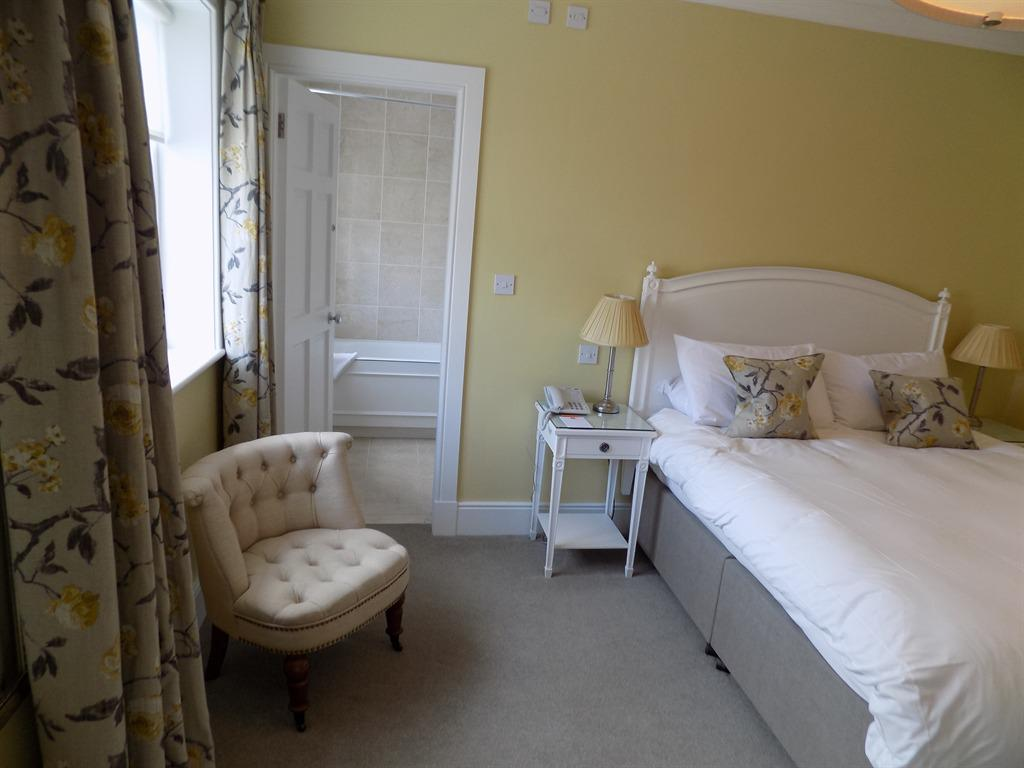 Double room-Ensuite with Bath - Base Rate