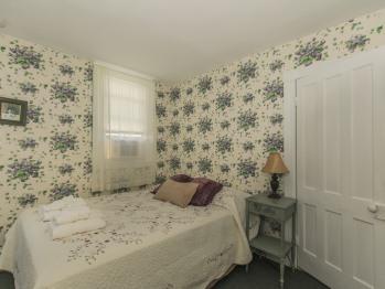 Double room-Ensuite-Standard-Sweet Violets Room - Base Rate
