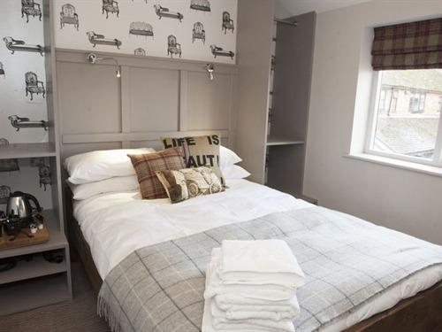 Double room-Basic-Ensuite-Small - (Room only)