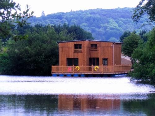 """cabane flottante 8/10 personnes """"elle fait son cinéma"""""""