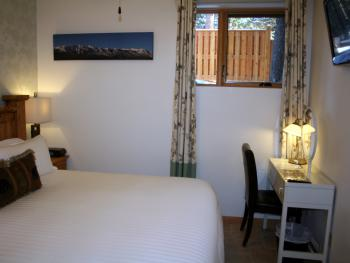 Room 3 - B&B - King En-Suite