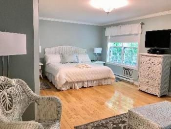 Deluxe King Room with Deck