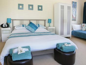Triple room-Deluxe-Ensuite with Shower-Garden View-Room 2