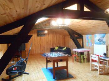 Salle de jeux 46 m² avec jeux pour enfants, tv avec décodeur , canapé d'angle