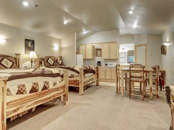 120 2 Queen Luxury Suite