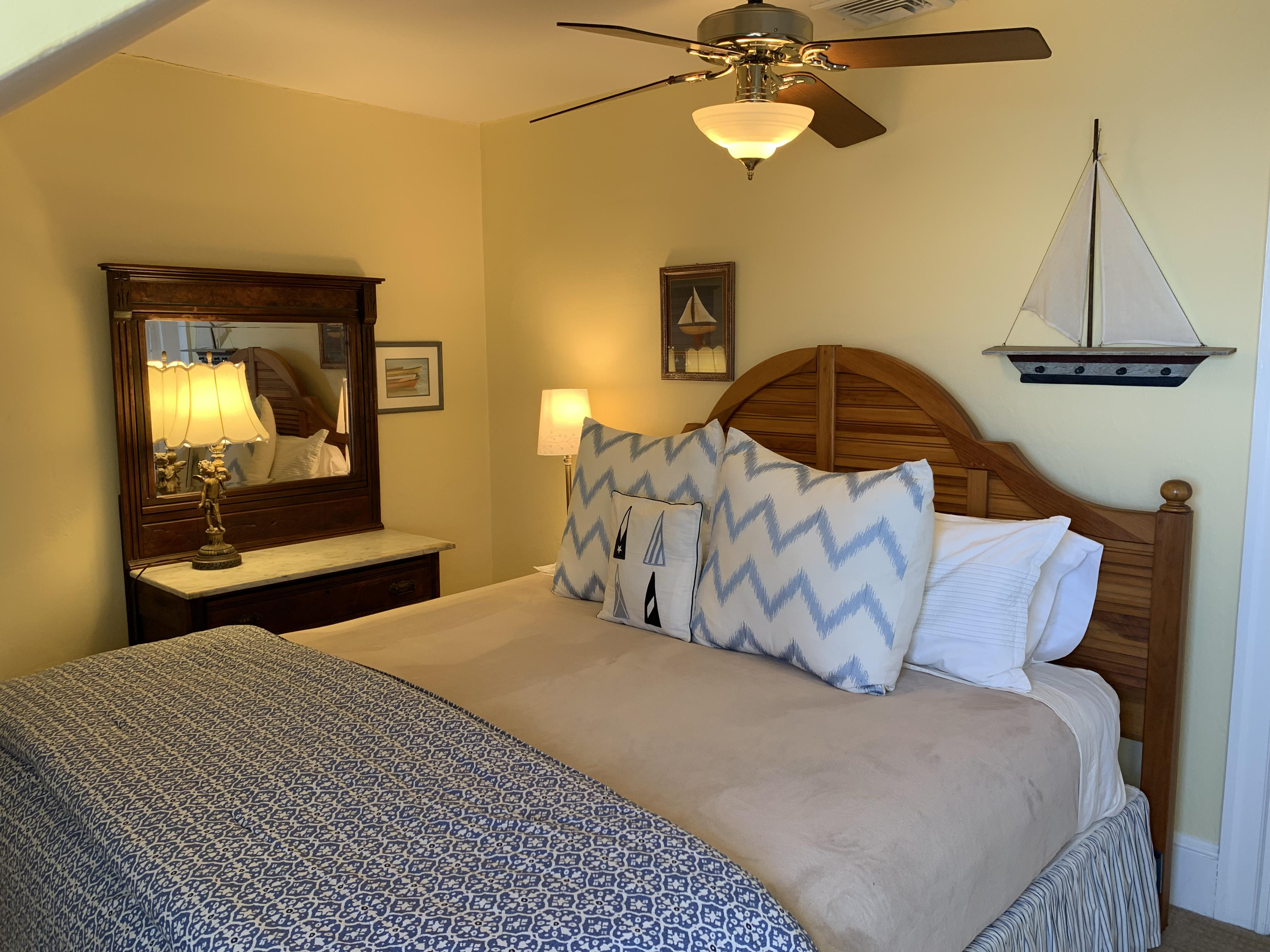 King-Ensuite-Traditional-Ocean View-Room 34 - Base Rate